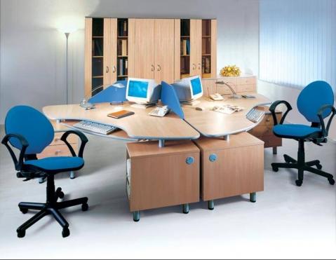 Столы рабочие с выдвижной клавиатурой