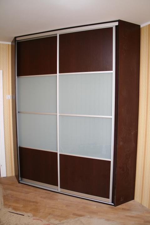 Шкаф-купе комбинированный со вставками лакомата