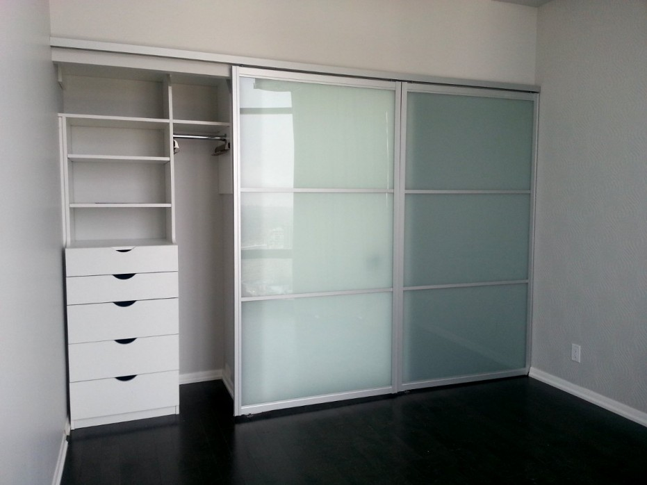 furniture-large-modern-closet-design-with-wooden-storage-painted-with-white-color-plus-glass-sliding-door-and-black-painted-vinyl-floor-tiles-ideas-frosted-glass-doors-frosted-glass-doors